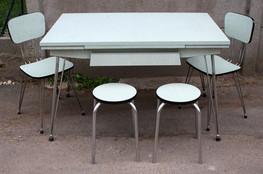 Table et chaises formica vert, pied eiffel