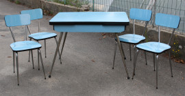 table et chaises formica bleues vintage