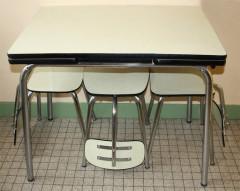 Table et chaises formica crème, design Volo