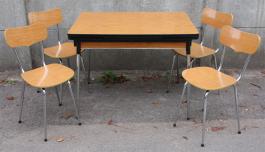 Table et chaises formica MDJ et Peugeot