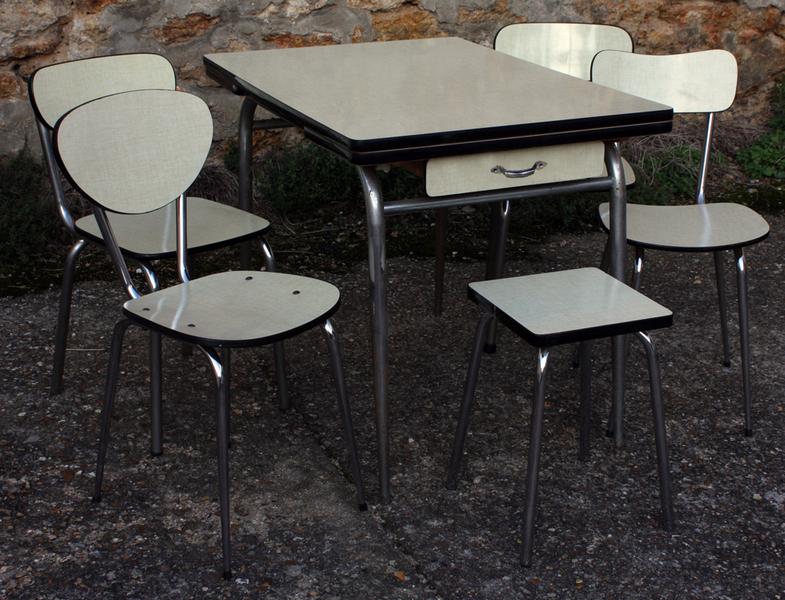 Set cuisine retro a vendre divers besoins de cuisine for Table cuisine annee 60