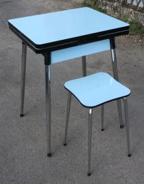 petite table formica bleue