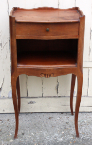 Table de chevet vintage style Louis XV, bois