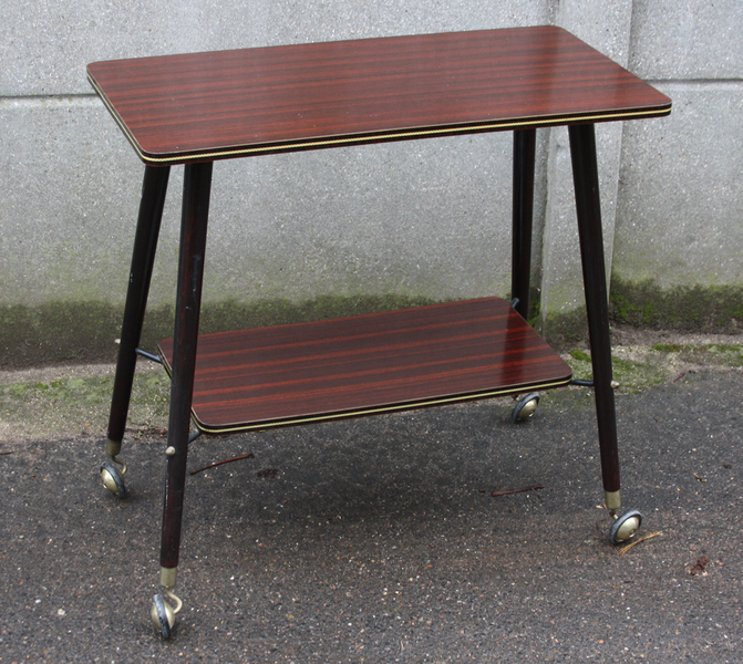 Broc co tables basse formica tripode table basse - Relooker chaise formica ...