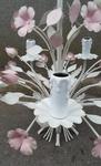 Flower chandelier : lustre baroque shabby chic, fleurs et bougies