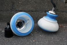 lampe opaline bleue vintage 1970