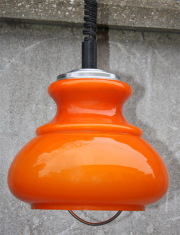 Suspension opaline orange monte et descend