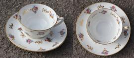 tasse et soucoupe vintage, motif fleurs