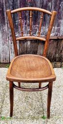 Paire de chaises de bistrot en bois courbé.
