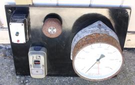 ancienne jauge fuel et interrupteurs électrique, années 50