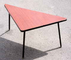 table basse formica tripode, triangulaire, acajou, années 70