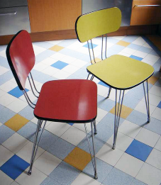 Chaises formica rouge / jaune, pied eiffel