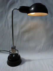 lampe à poser Charlotte Perriand pour Jumo