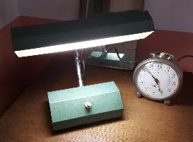 Jolie lampe industrielle de bureau, vintage, années 40.