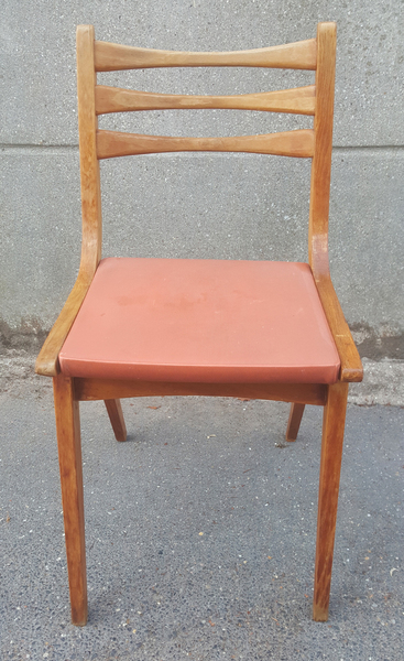chaise de cuisine année 60 en skai