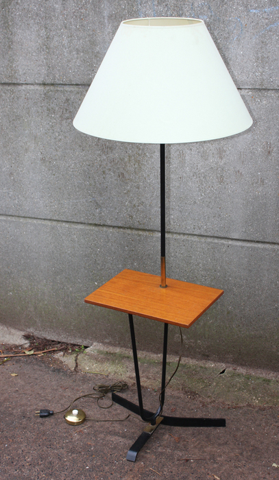 lampadaires vintage ann es 50 60 et 70 lampadaire lampe scandinave industriel loft usines. Black Bedroom Furniture Sets. Home Design Ideas