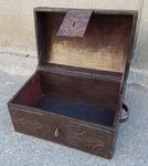 coffre touareg bois et cuir ancien, début XXème